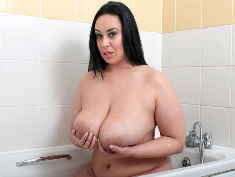 fettes webcamgirl zeigt sich nackt beim baden live